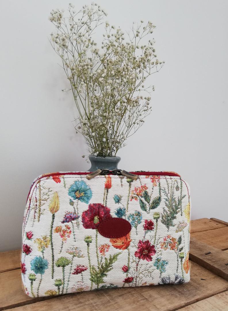 """Trousse de toilette de la collection """"Fleurs des Champs"""" (ref 8881.74) Royal Tapisserie / Pencil case tapestry"""