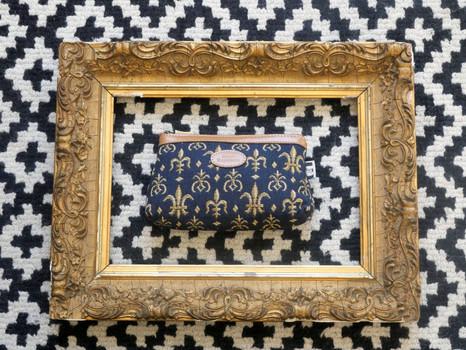 """Trousse maquillage de la collection """"Fleurs de Lys fond bleu"""" (référence 8850.9) Royal Tapisserie / Pencil case tapestry"""