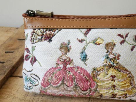 """Trousse maquillage de la collection """"Bal paré"""" (ref 8850.78) Royal Tapisserie / Pencil case tapestry"""