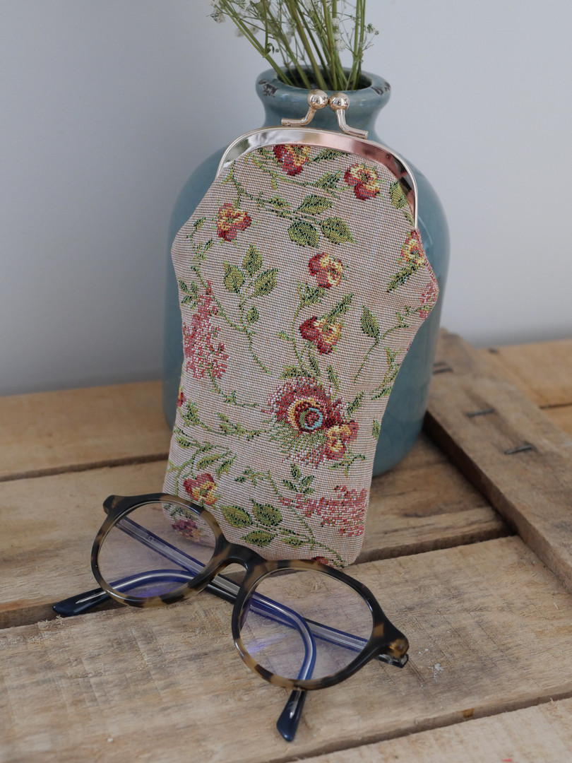 "Etui à lunettes rétro de la collection ""Broché de la Reine Marie-Antoinette"" (ref 405.65) Royal Tapisserie glasses case tapestry"