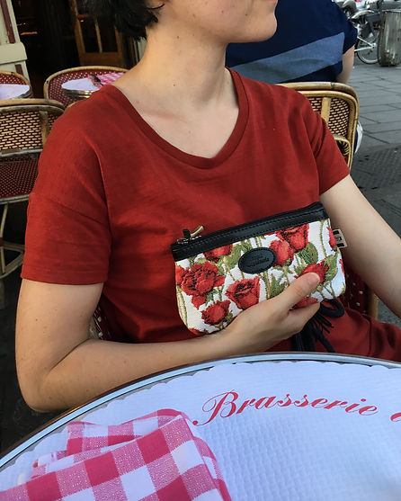 royale tapisserie royal tapisserie sac à main roses rouges coussin fleurs de lys tissage jacquard france french tapestry bag cushion lily flower