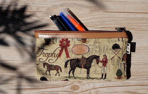 8929.46 Trousse à stylos Cavalières