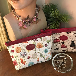"""Grandes pochettes des collections """"Fleurs des Champs"""" et """"Maison de Couture"""" (ref 8917.74 et 8917.61) Royal Tapisserie / Pencil case tapestry"""