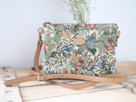 """Sac bandoulière de la collection """"Fleurs de Prunier"""" (ref 8972.1) Royal Tapisserie / Shoulder bag tapestry"""