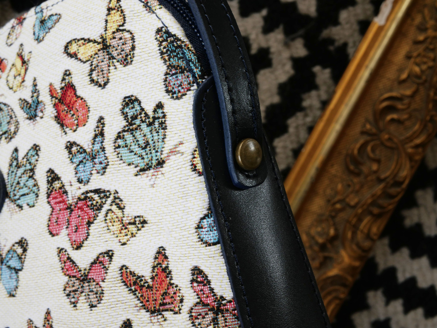 "Sac bandoulière de la collection ""Papillons"" (ref 8901.68) Royal Tapisserie / Shoulder bag tapestry"