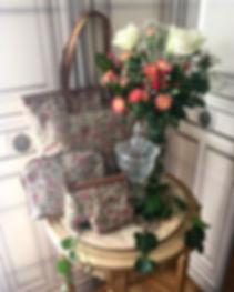 Porte monnaie Sac à main shopping Trousse Marie-Antoinette Château de Versailles marie antoinette louis XVI tapisserie tapestry castle bal costumé accessoire royal tapisserie Trousse Marie-Antoinette Château de Versailles marie antoinette louis XVI tapisserie tapestry castle bal costumé accessoire versailles palace french tapstry bag royale tapisserie tissage jacquard fleurs de lys