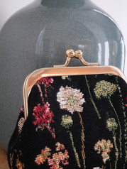 """Porte-monnaie rétro de la collection """"Des Fleurs en Hiver"""" (ref 402.76) Royal Tapisserie / Coin purse tapestry"""