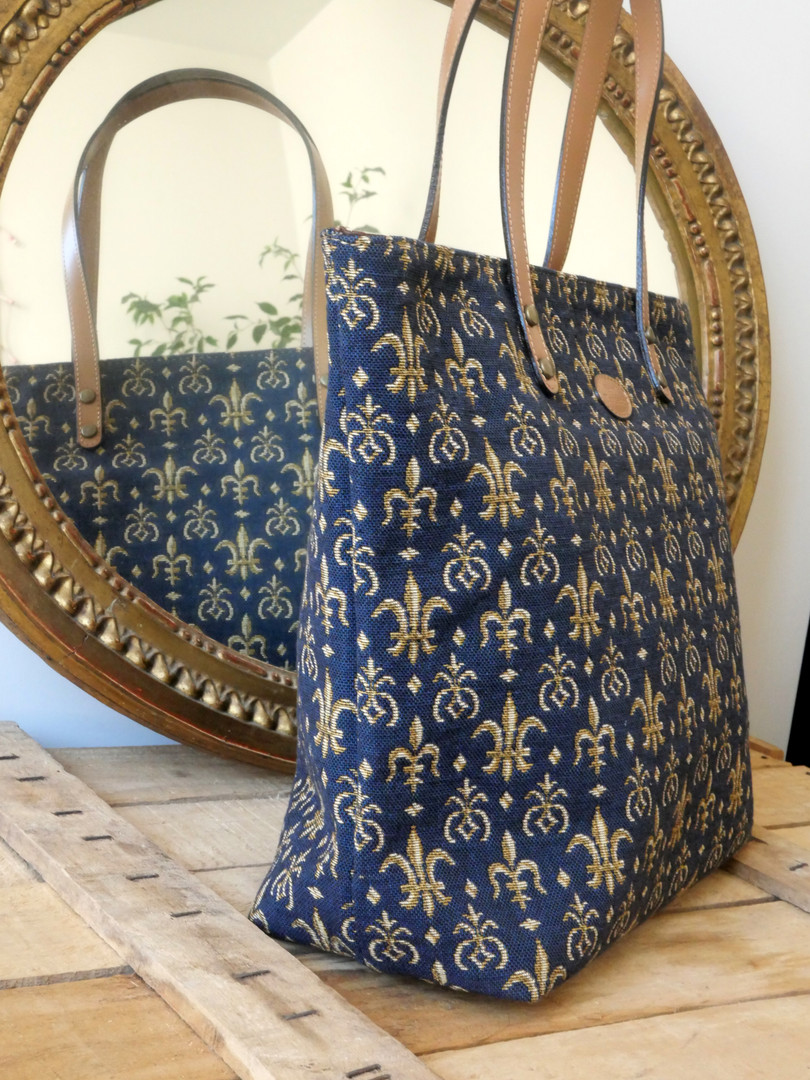 "Sac shopping de la collection ""Fleurs de Lys bleu"" (ref 8976.9) Royal Tapisserie / Shopping bag tapestry"