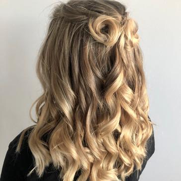 Blonde_upstyle.JPG