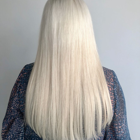 blonde_weft_tape_extension1.jpg
