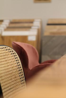 krzesła z rattanem