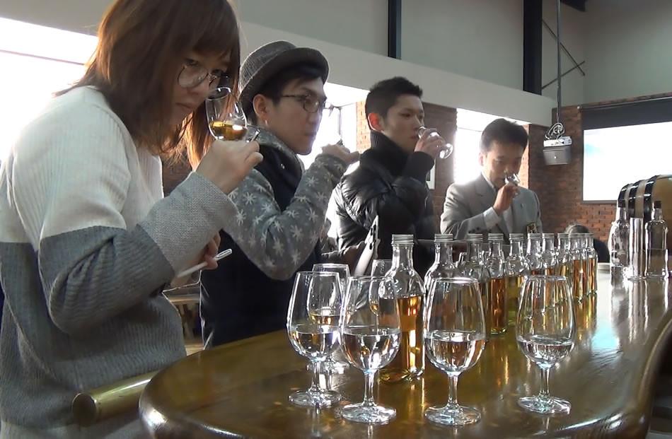 Tasting now! in Shinshu Mars Distillery 信州マルス蒸留所にて樽選定中!