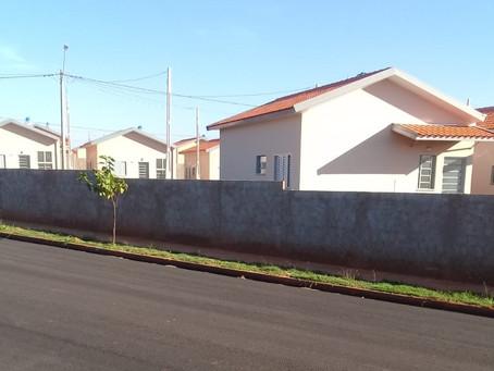Futuros moradores do Residencial Jequitibá se irritam com Prefeitura e Construtora