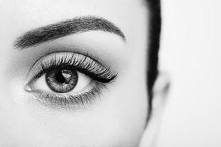 female-eye-with-long-false-eyelashes-Z9F