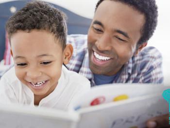 Pais devem ler para os seus filhos desde o nascimento, recomenda a Academia Americana de Pediatria