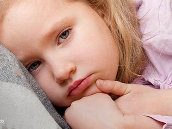 Você sabia que, em crianças, quadros de epilepsia podem ser confundidos com sintomas gastrointestina