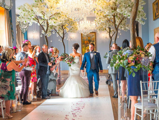 Extraordinary Real Wedding: Rebecca and Chris's classic and spectacular day.