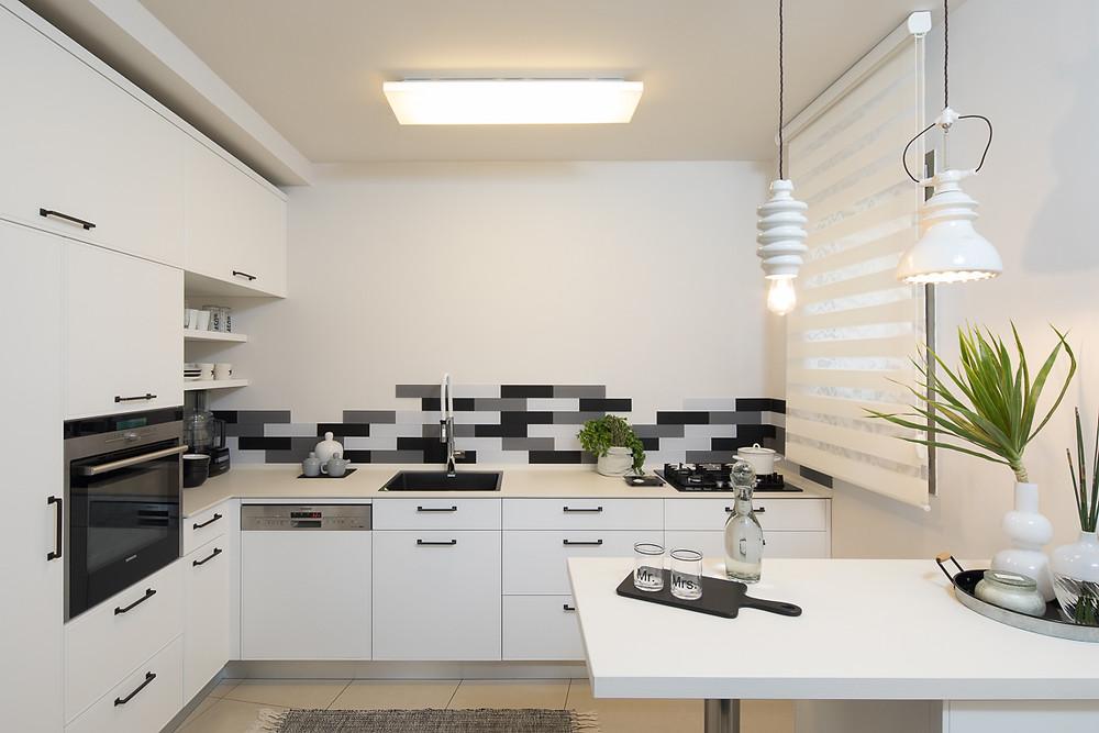 להכניס עניין במטבח לבן. צילום: טל ניסים