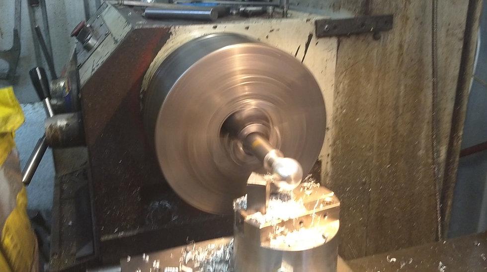 Aluminium knob cutting