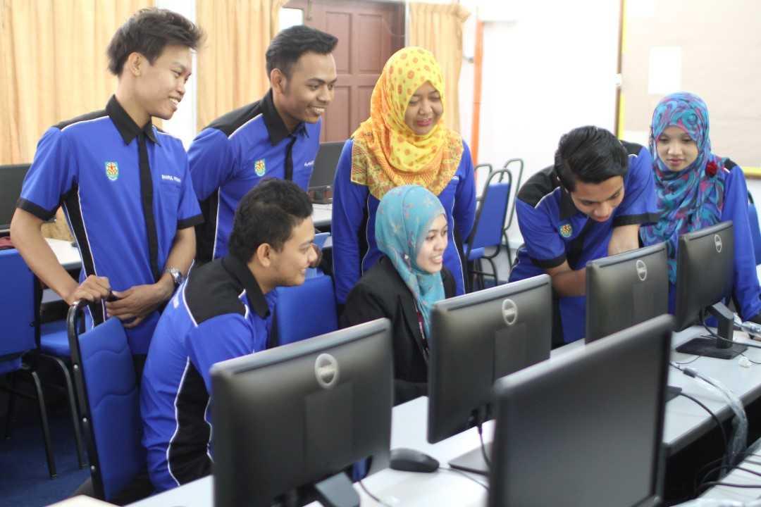 kolej uniti pelajar makmal komputer