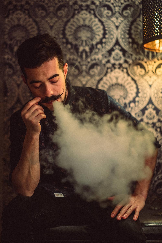 fotografia di ritratto artistico Iglesias, fumo
