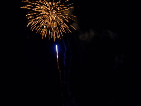 Cum să fotografiezi focul de artificii cu un aparat foto DSLR