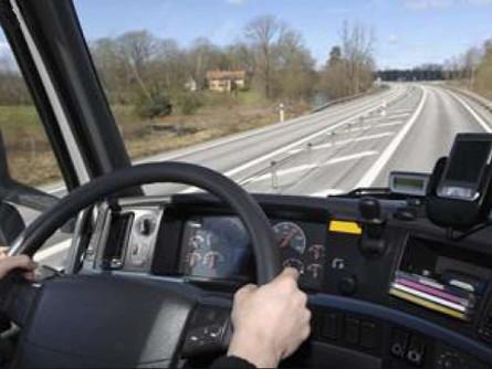 Kierowca w firmie transportowej - umowa o pracę, czy samozatrudnienie
