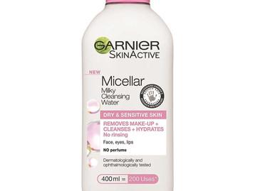 ניקוי פנים עם  חלב מיסלר מבית המותג GARNIER