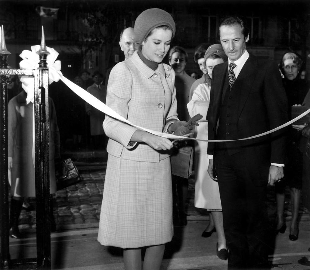 November 7, 1967, Grace of Monaco opens the Baby Dior boutique at 28 avenue Montaigne in Paris. © Rue des Archives/AGIP, Courtesy of Dior