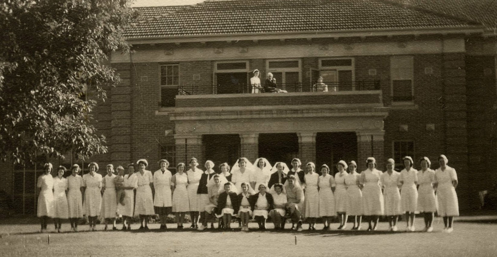Mooroopna_Hospital_Staff_1950s.jpg