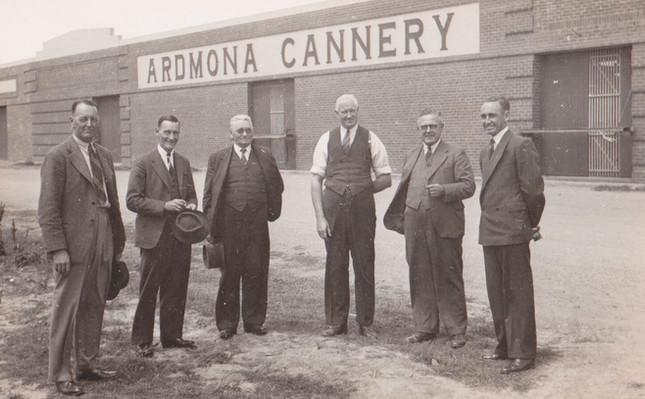 Ardmona_Cannery_Men_1921.jpg