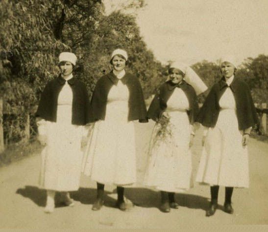 Mooroopna_Hospital_Staff_1930s.jpg