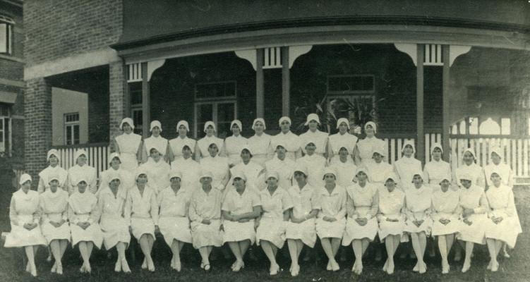 Mooroopna_Hospital_Nurses_1930s.jpg