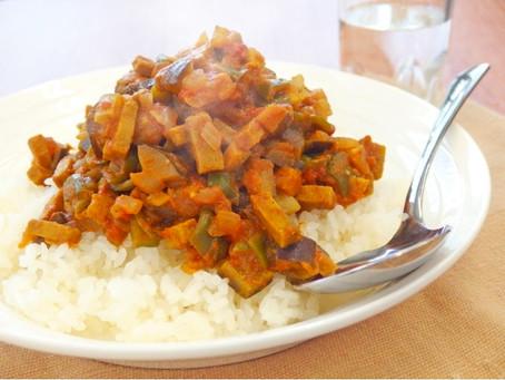 旭松食品さんの「細切りこうやのドライカレー」レシピ
