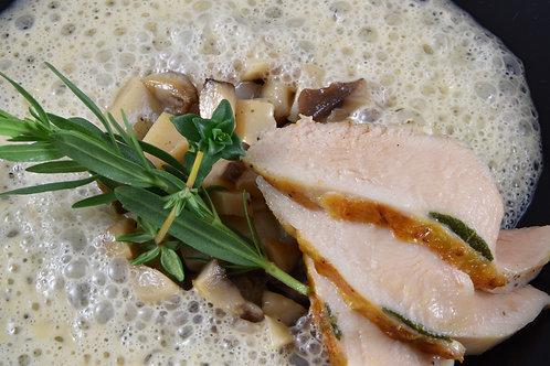 Zitronengrassuppe/ Kräutersaitlinge/ Maishähnchenbrust