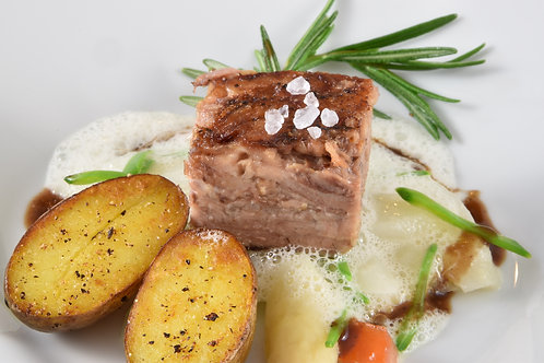 Lammschulter Sous vide/ Portweinjus/ Spargelrahmgemüse/ Rosmarinkartoffeln