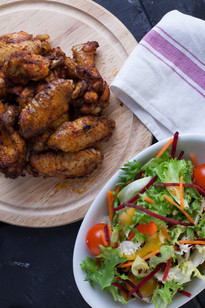 Chicken Wings, salad