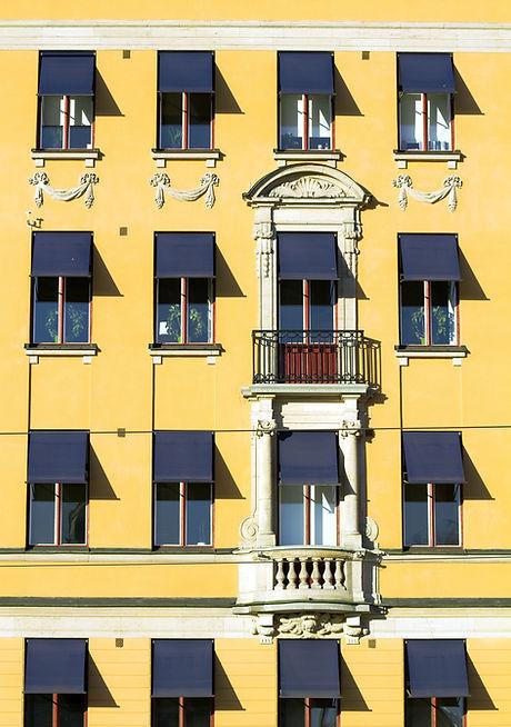 Желтый корпус
