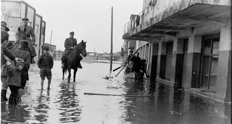 25.Calle Lillo. Inundación posterior al terremoto.