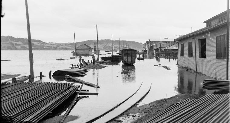 27.Obras portuarias. Estación de ferrocarril inundada.