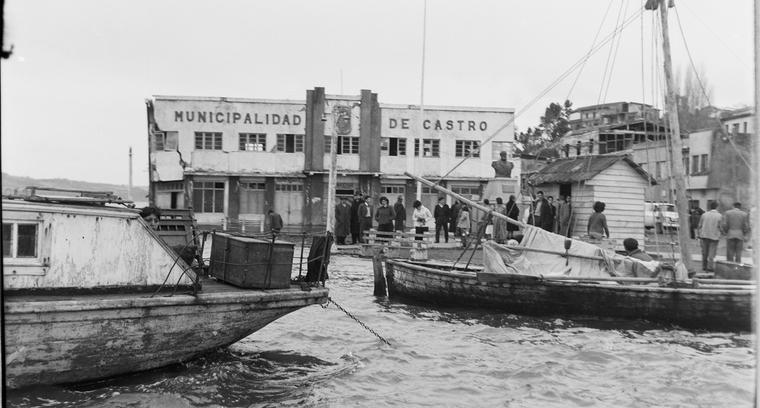 23.Antigua Municipalidad de Castro, sector puerto.