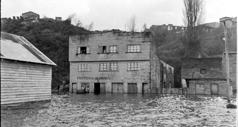 42.Calle Lillo, inundación hacia las actuales cocinerías.