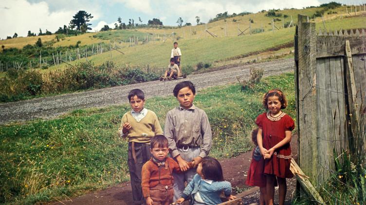 Niños del sector rural de Achao, 1965.