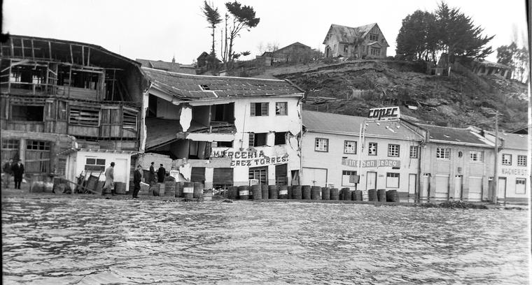20.Calle Pedro Montt. Inundación.
