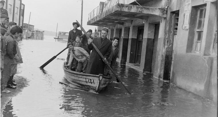 22.Calle Lillo. Inundación posterior al terremoto.