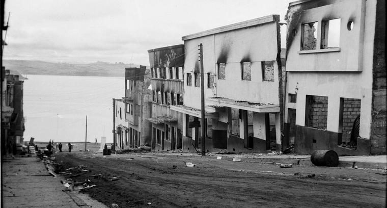 36.Calle Blanco hacia el puerto. Efectos del incendio.