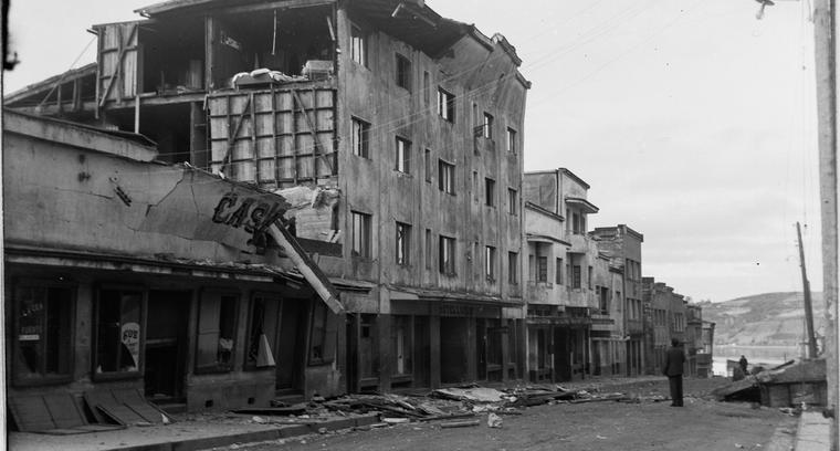31.Calle Blanco. Hotel Luxor y a su costado actual municipalidad de Castro.