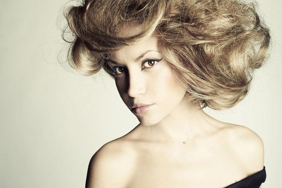 Žena s Magnificent Hair