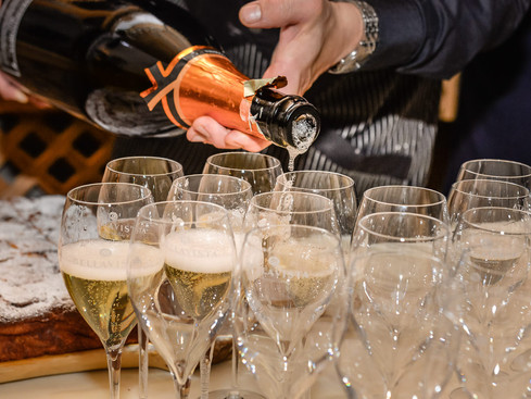 champagne glasses -1.jpg