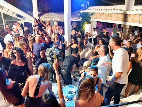 sardegna-luxury-clubbing-just-cavalli3.j